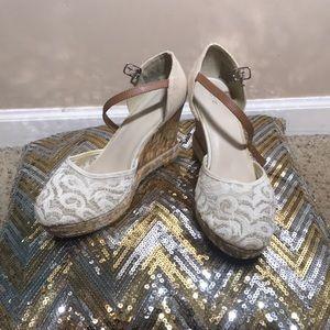 APT 9 white lace platform shoes
